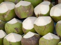 Kokosnoten voor verkoop Royalty-vrije Stock Foto's