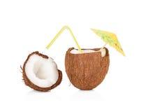 Kokosnotencocktail op wit Stock Foto