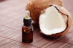 Kokosnotenetherische olie stock fotografie