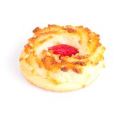 Kokosnotenkoekjes met Cherry Jam Isolated op Wit Stock Afbeelding