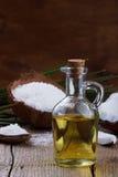 Kokosnotenolie en kokosnotenvlokken Royalty-vrije Stock Fotografie