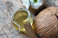Kokosnotenolie, etherische olie, organisch schoonheidsmiddel Stock Afbeeldingen
