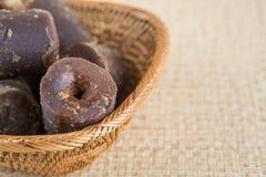 Kokosnöten gömma i handflatan underminerar socker V Royaltyfria Foton