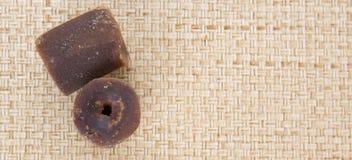 Kokosnöten gömma i handflatan underminerar Sugar On Wicker X Fotografering för Bildbyråer