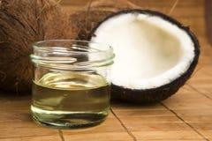 Kokosnussöl für alternative Therapie stockbild