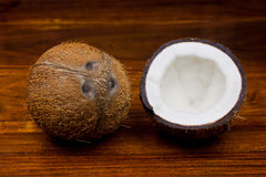 Kokosnuss-Hälften lizenzfreie stockfotos