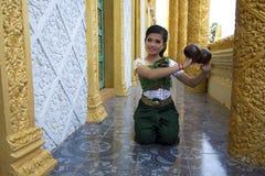 Kokosnuss-Tänzer Performance im Tempel Lizenzfreies Stockbild
