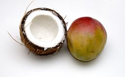 Kokosnuss und Mangofrucht Lizenzfreies Stockfoto
