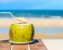 Kokosnusssaft Stockfotos