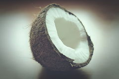 Kokosnussschalenhälfte Stockfotos