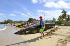 Kokosnussschalenradschaufel-Rennanfang Lizenzfreie Stockfotos