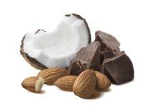 Kokosnussschokoladenstück-Mandelnüsse lokalisiert auf Weiß Lizenzfreie Stockfotos