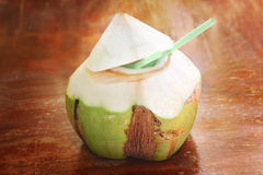Kokosnusswasser lizenzfreie stockfotografie