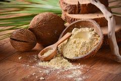 Kokosowa mąka na stole Zdjęcia Stock