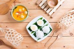 Kokosowego mleka curry'ego rybia i rybia piłka z tajlandzkim ryżowym kluski Obrazy Stock