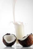 kokosowy szklany sok nalewa fotografia royalty free