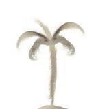Kokospalm som göras av isolerad sandfärgstänk på vit bakgrund Fotografering för Bildbyråer