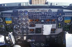 Kokpit i piloci w dojeżdżającego samolocie Obraz Stock
