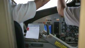 Kokpit inside Ręka pilotów bieg gadżety hydroplan zbiory
