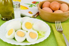 kokt ägg öppnar skalet royaltyfri foto