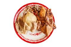 Kokt höna, kokt griskött, kruka-ragu and i matlönrespekt till den kinesiska guden på isolerad bakgrund Royaltyfria Bilder