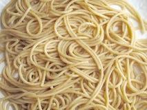 Kokt hel kornspagetti arkivfoto