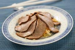 kokt skivagrönsaker för nötkött royaltyfri foto
