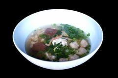 Kokt soppa för grisköttblod med blandade grönsaker arkivbild