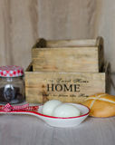 Kokta ägg och bröd Arkivfoton