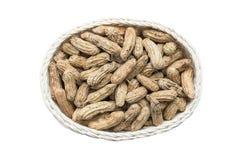 Kokta jordnötter i korg Royaltyfri Bild