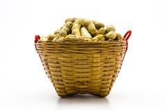 Kokta jordnötter i korgen Royaltyfri Foto