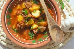 Kokta potatisar för ugn med feg lever arkivbild