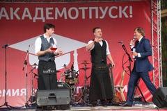 koktajl Barmanu przedstawienie na plenerowej czerwonej scenie Fotografia Stock