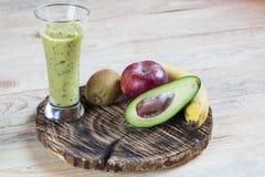 Koktajl owoc Kiwi avocado banana Jabłczana dieta zdjęcie stock