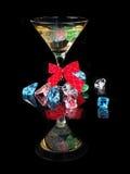 Koktajl z barwionym lodem na czarnym tle Zdjęcie Royalty Free