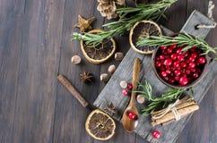 Koktajl z cranberry, rozmarynami i lodem, zdjęcia royalty free