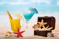 Koktajle i rozgwiazdy na plaży Fotografia Royalty Free
