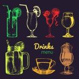 Koktajle, miękcy napoje i szkła dla baru, restauracja, cukierniany menu Ręki rysować różnych napojów wektorowe ilustracje ustawia ilustracja wektor