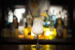 Koktajli/lów napoje na baru stole Zdjęcie Royalty Free