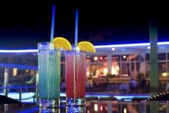 Koktajli/lów napoje z plasterkiem pomarańcze Zdjęcia Royalty Free