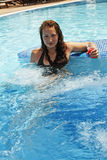 koktajlu dziewczyny basen Zdjęcie Stock