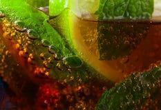 Koktajlu Kuba libre z wapna i miętówki liśćmi Fotografia Stock
