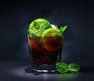 Koktajlu Kuba libre z wapna i miętówki liśćmi Zdjęcie Stock