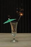 Koktajlu parasol z sparkler w koktajlu szkle Zdjęcie Stock