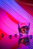 Koktajlu whisky szkło z kawałka lodem Obrazy Stock