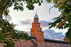 Kokui-Turm Novgorod der Kreml im sonnigen Herbst in Veliky Novgorod, Russland Lizenzfreies Stockbild
