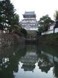 Kokura slott på floden Arkivbilder