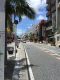 Kokusai dori, Naha, Okinawa, Japan som shoppar gatan, internationell gata Arkivbilder