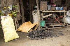Kol är mycket viktigt för att värma Nosi är, Madagascar royaltyfri bild