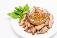 Kol halstrat griskött med kryddigt doppa Royaltyfri Bild